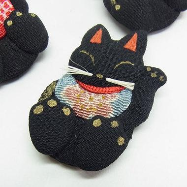 招き猫の手づくりブローチ 黒